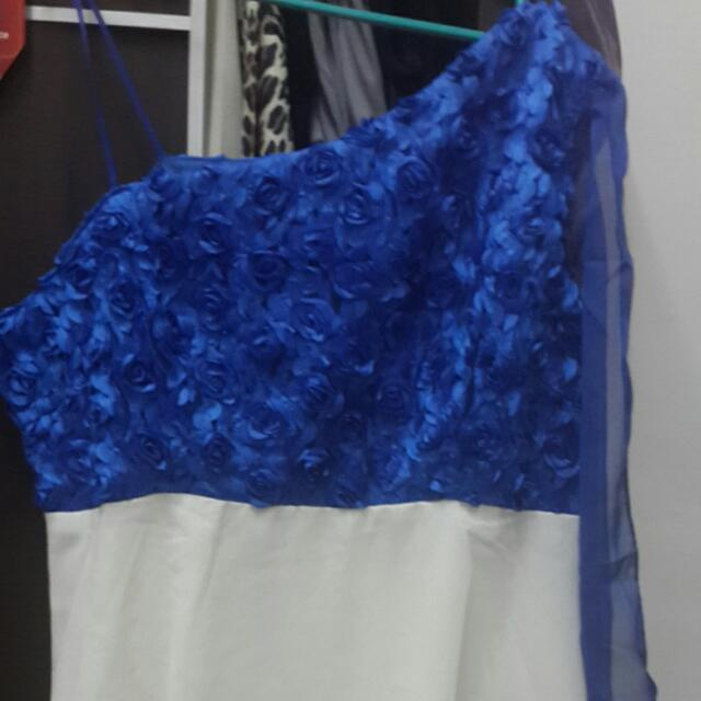 One arm blue & white gown