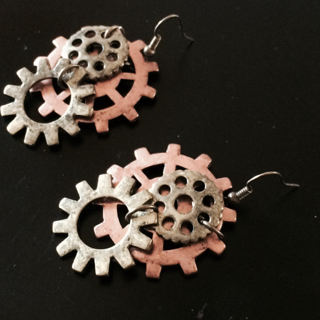One Set Of Steam Punk Looking Earrings