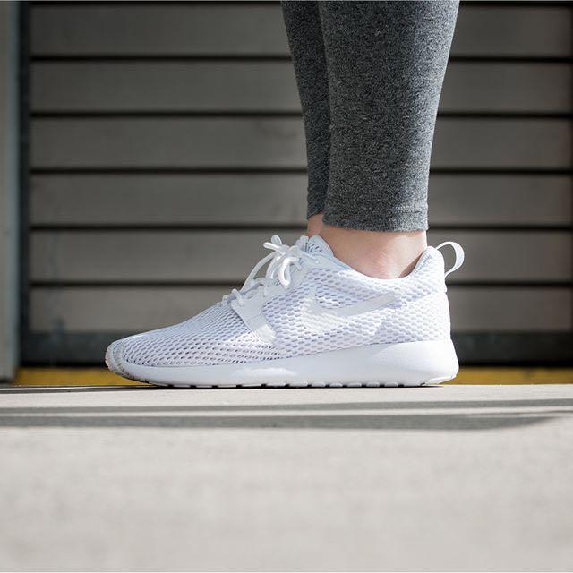 Women Nike Roshe One's All White Size 7 US