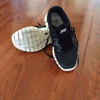Nike Frees Sz 7 Small Fit