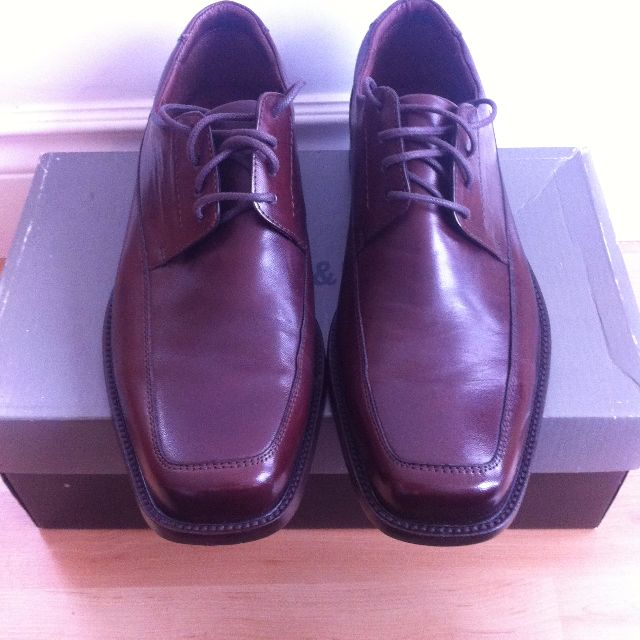"JOHNSTON & MURPHY ""DOBSON MOC"" BROWN LACEUP DRESS SHOES - SIZE 9"