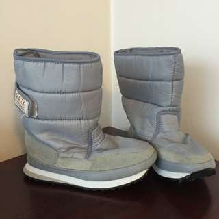 Snow boots By Mark Stone