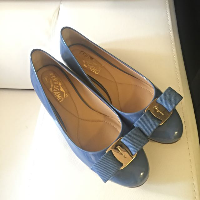 100% Authentic Salvatore Ferragamo Flats Blue Calf Patent Leather
