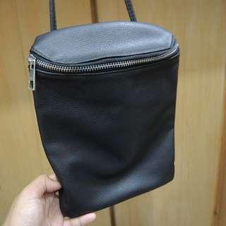 🚚 黑色 水桶 斜背包