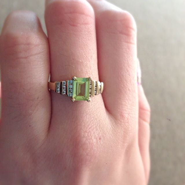 9k Gold And Diamond Ring