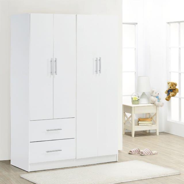 時尚白色衣櫃