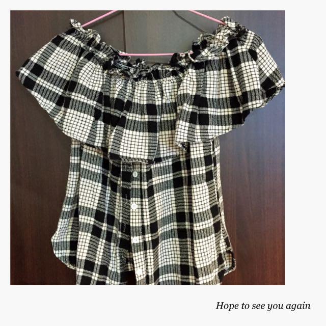 💖一字領氣質格紋上衣😍