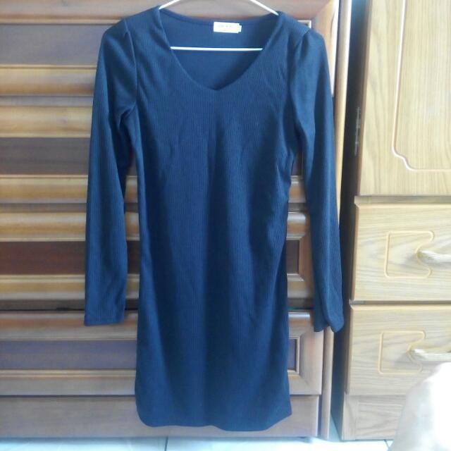 黑色緊身洋裝