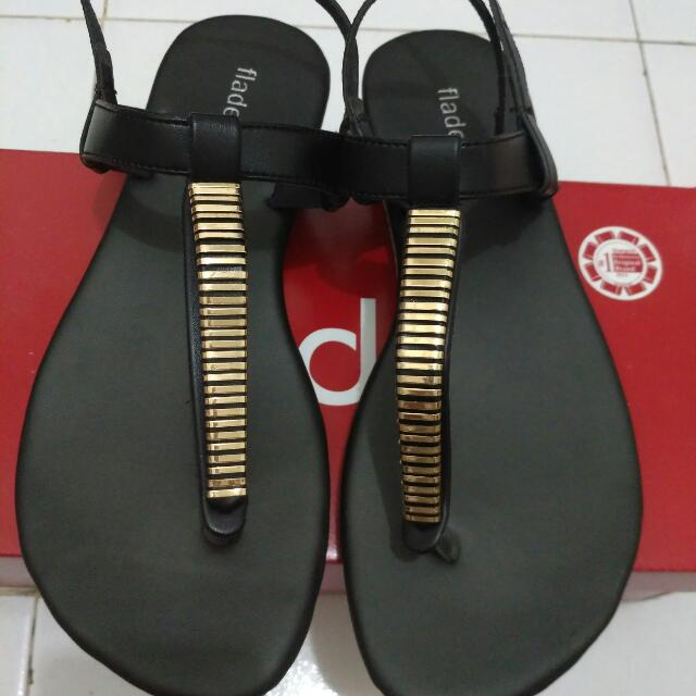 sandal flat fladeo warna hitam