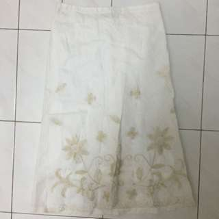 Fully Lining White Floral skirt