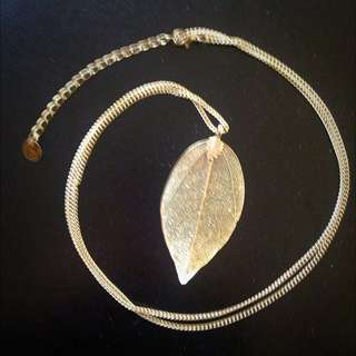 Equip Leaf Necklace