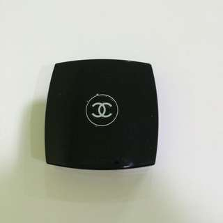 Chanel Illuminating Powder With Shimmer