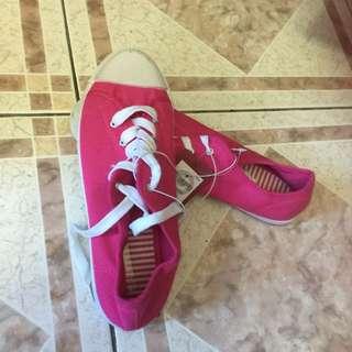 Hot Pink Size 9 Canvas Shoe!