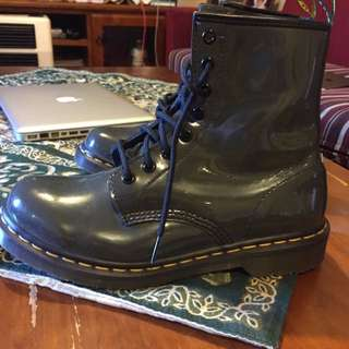 DR/DOC MARTENS GREY BOOTS ONO