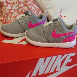 Nike Roshe One - Wolf Grey/Hyper Pink Toddler Shoe