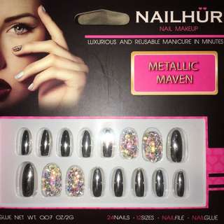 Nailhur Oval Metallic Maven Nails