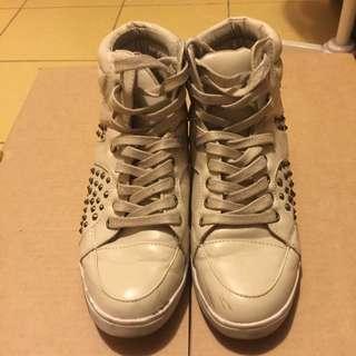 Women White Low Heeled Sneaker