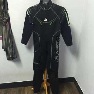 Waterproof 世界頂級全新款濕式防寒衣 2.5mm