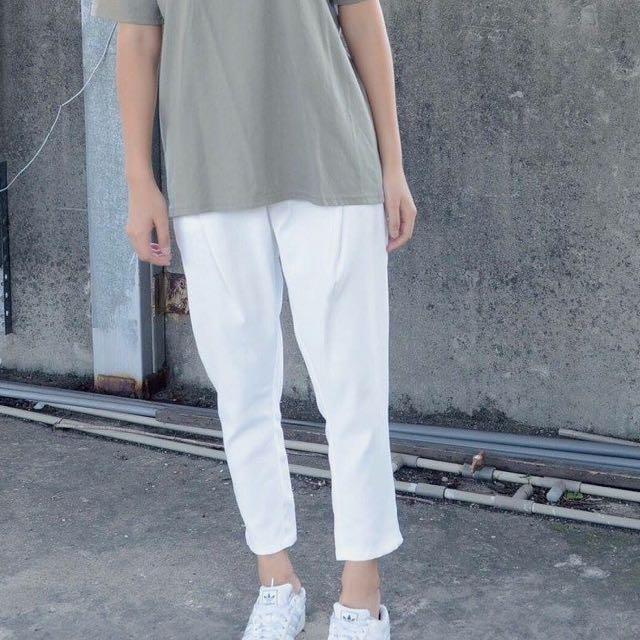白色七分薄西裝材質褲