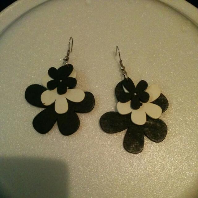 Black And White Flower Earings