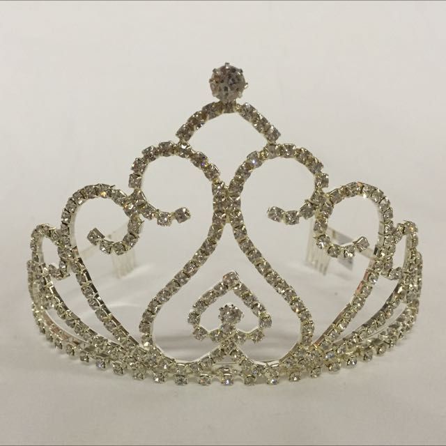 Brand new beautiful Large Rhinestone tiara