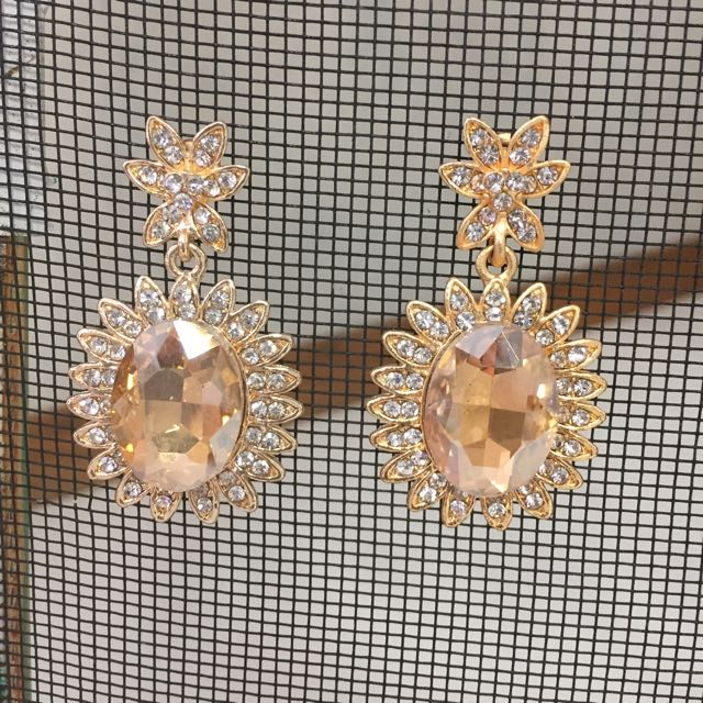 Brand new beautiful Rhinestone Earring