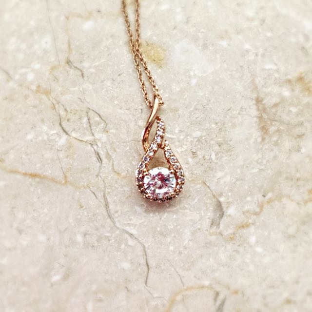 Chomel Waterdrop Necklace