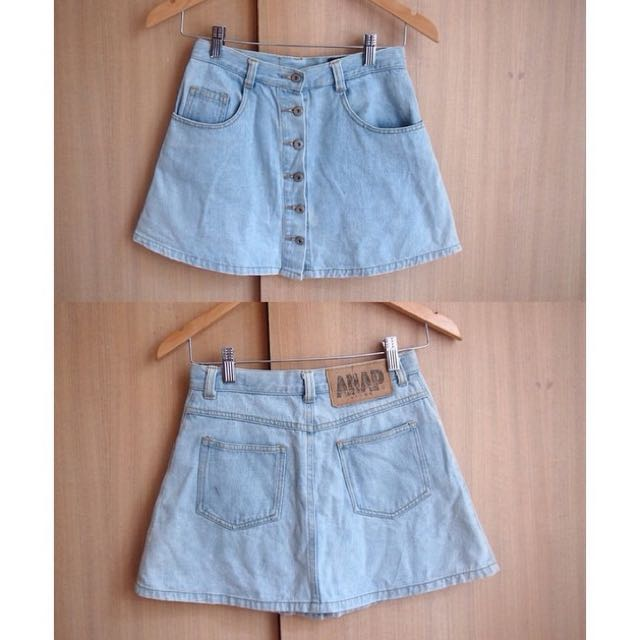 cute light-denim buttoned skirt !! 💛