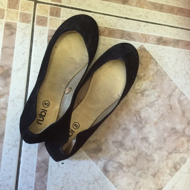Size 9 Super Slim Suede Look Flats