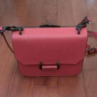 新加坡著名品牌小ck紅色斜背包