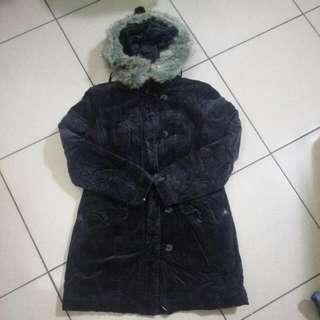 黑色長板厚鋪棉外套