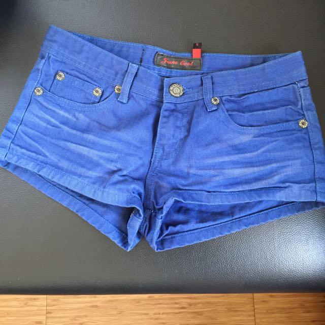 深藍色短褲
