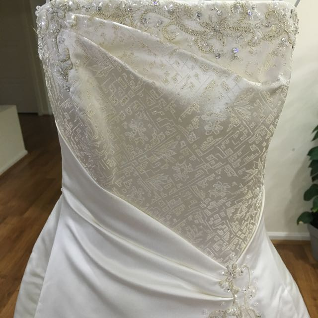 Abbey bridal Preowned Ivory Wedding Gown Dress Size 8-10