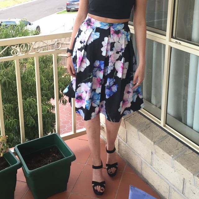 Size 8 Floral Skirt