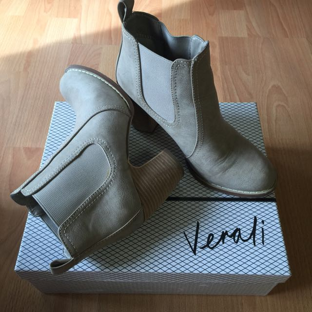 Verali Boots Size 7