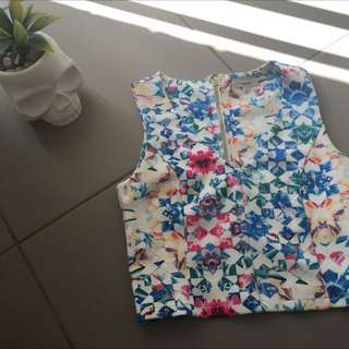 Size  S,Low V Neck Top