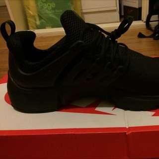 Triple Black Size XL Prestos