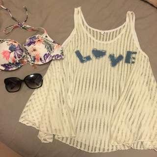 9成新,夏日豔陽比基尼必備外搭罩衫白色背心洞洞LOVE,200含運喔!低胸辣妹夜店