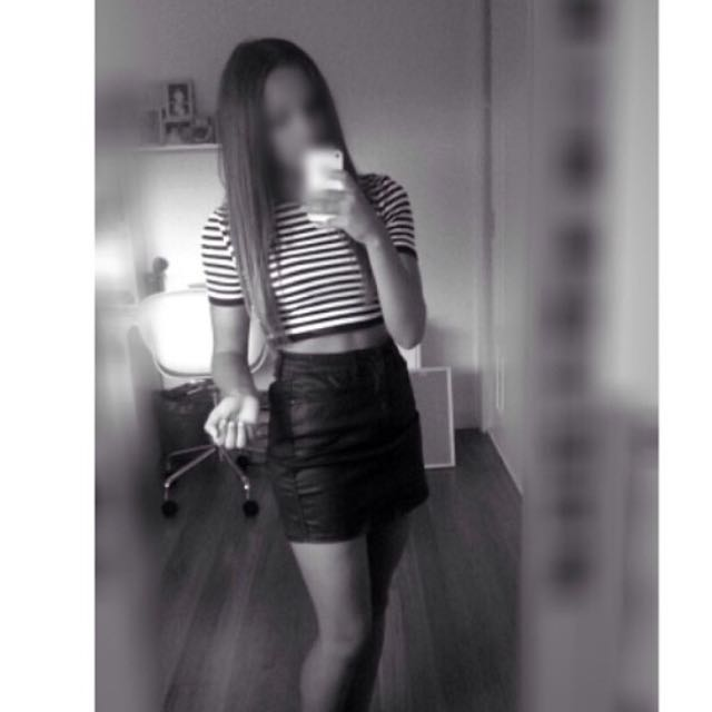 Alice In The Eve Black & White Crop Top