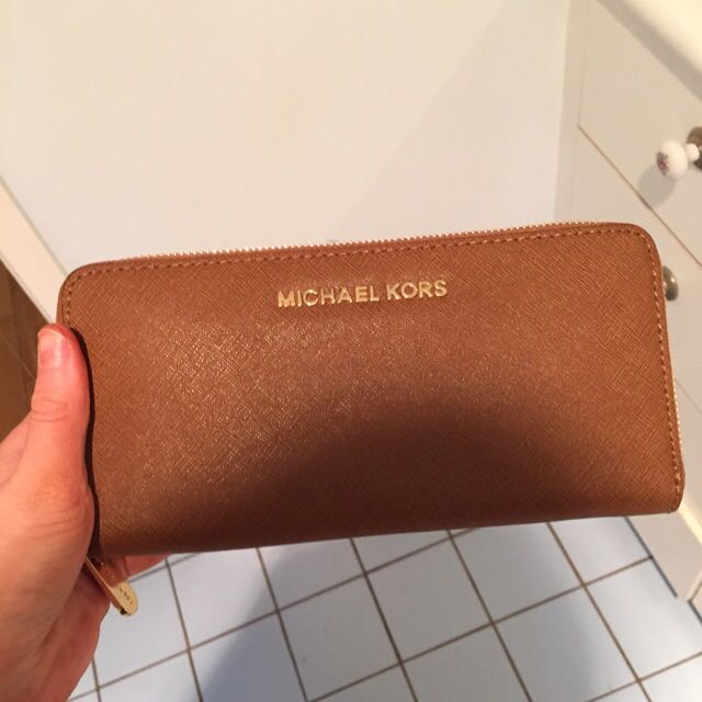Michael Kors Wallet (Never Used)