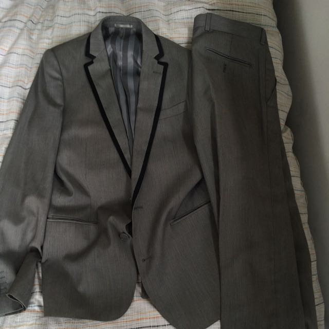 Mullers Suit