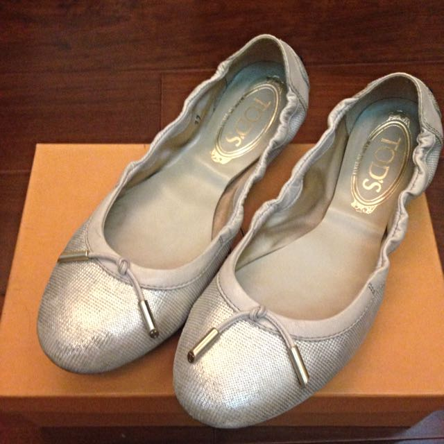 Tod's 金色芭蕾娃娃鞋/豆豆鞋