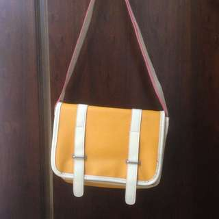 芥末黃小側背包