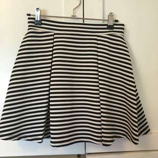 Forever 21 Black And White Mini Skirt