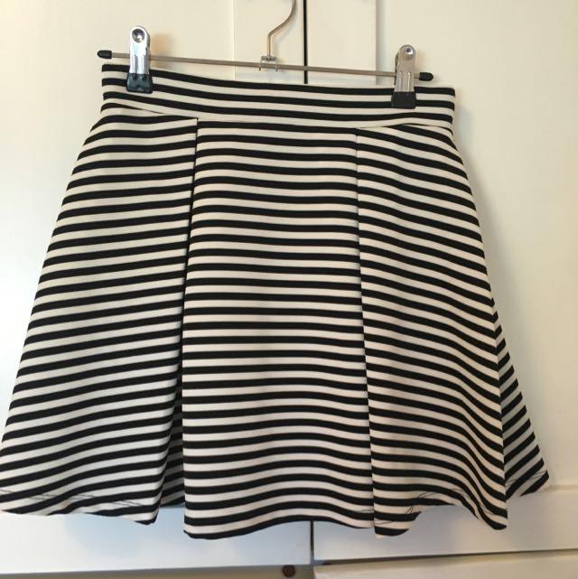 Forever 21 Black And White Mini Skirt