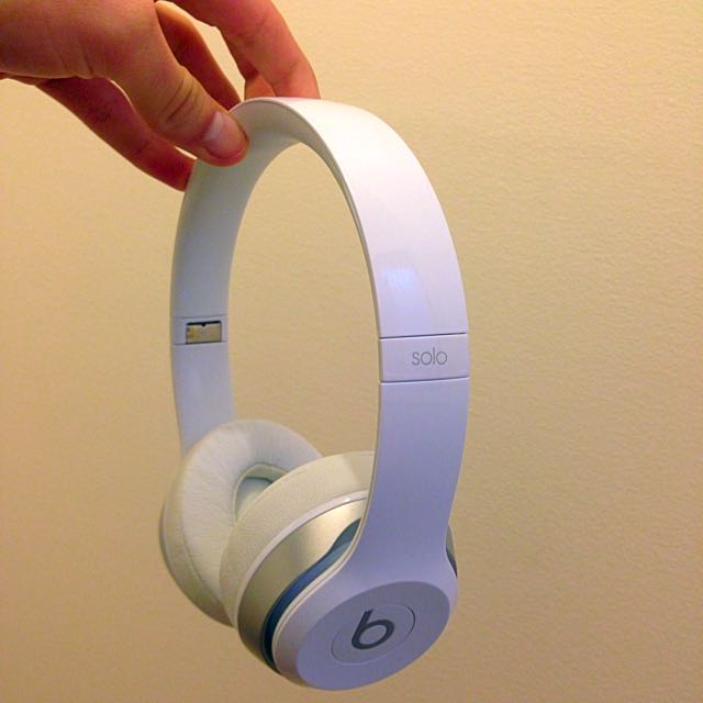 White Beats By Dre Solo.