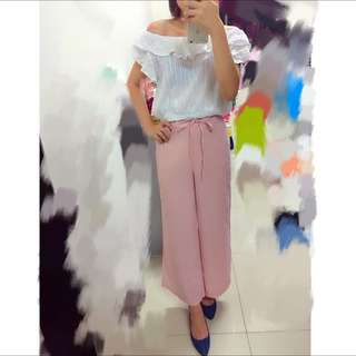 粉色寬褲+白色棉質一字領