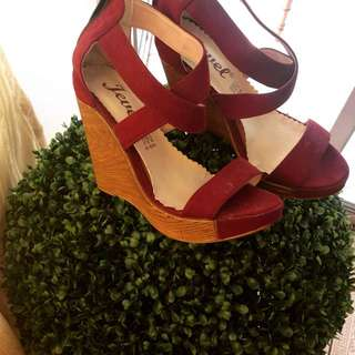 Maroon Wedge