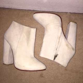 Maurie&Eve Off White Suede Boot