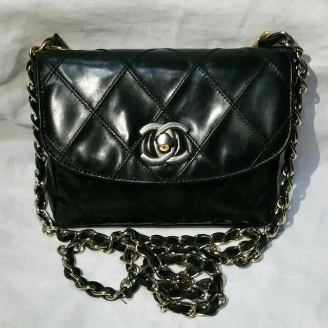 24e5b09a2219a9 (500 Fast Deal) 100% Authentic Vintage CHANEL 2.55 CC Logos Chain Belt  Quilted Mini Crossbody Bag Leather Black Patent, Luxury on Carousell